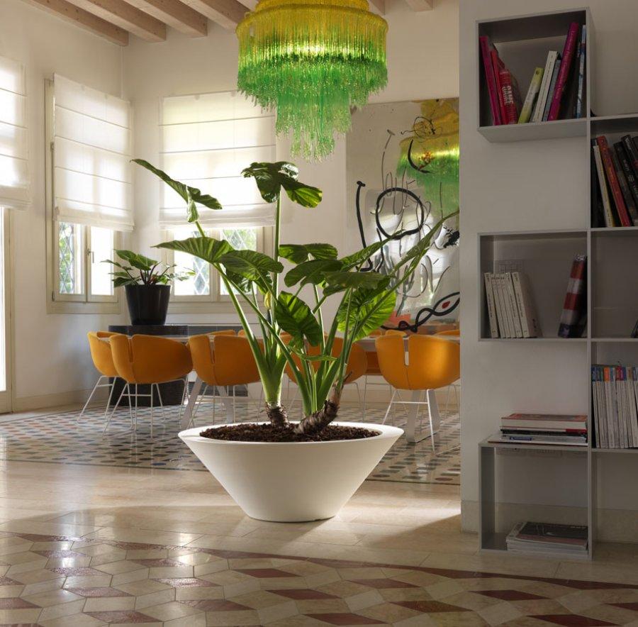 designový květináč do interiéru